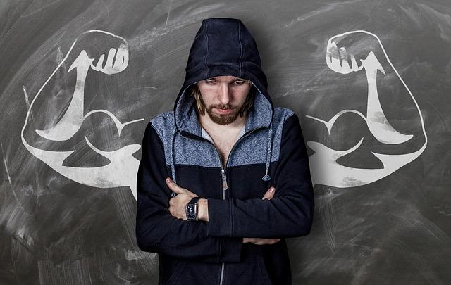 筋肉がつかないことに悩む男性