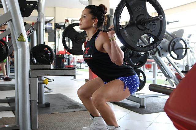 2分割法で下半身を鍛える女性