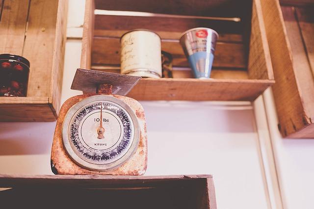 バルクアップのためのカロリーを計算する計量器