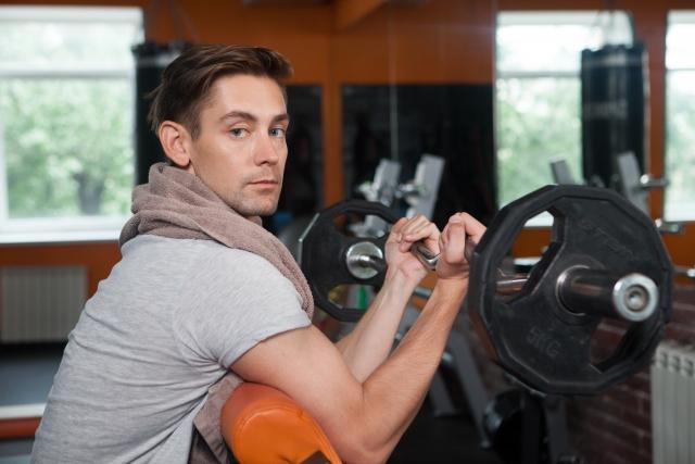 筋トレで体を大きくすることができない男性